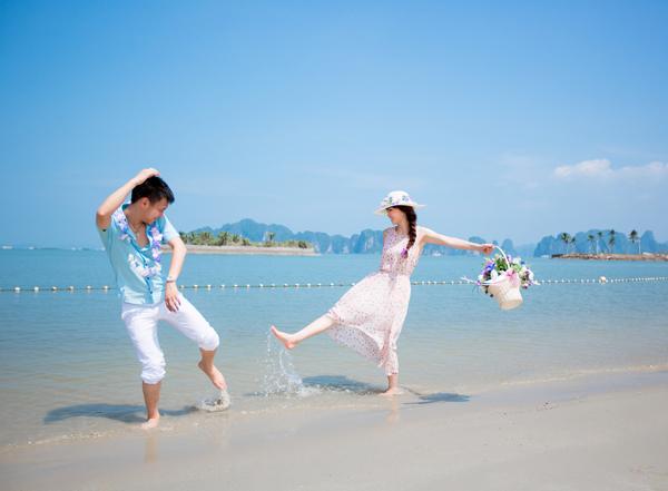 Các bãi biển chụp ảnh cưới trong xanh mát lịm.