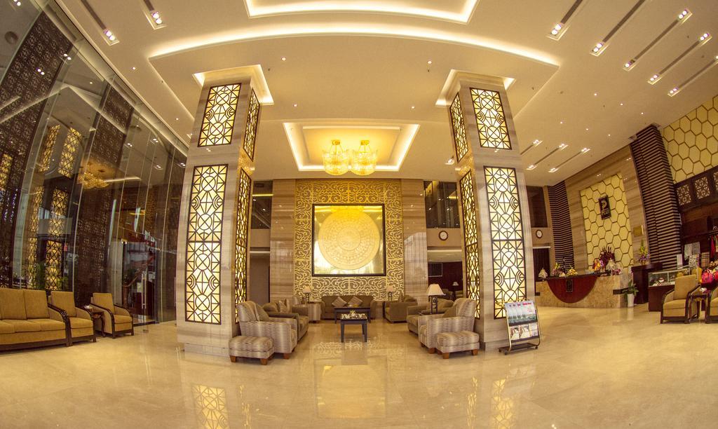 Halong Palace Hotel.