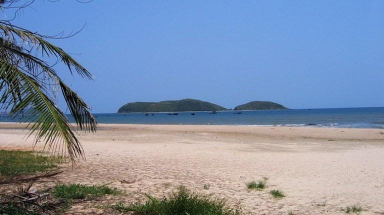 Đảo Yến nhìn từ đất liền