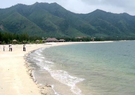 bãi biển tự nhiên cát trắng mịn