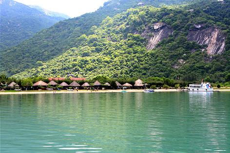 Vườn quốc gia Bái Tử Long thực sự là một điểm du lịch sinh thái hấp dẫn của du khách trong và ngoài nước.