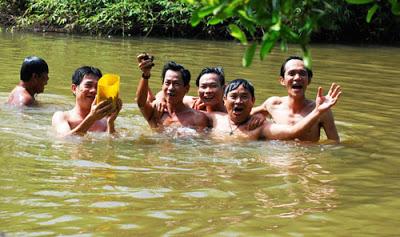Chem chép nằm xếp lớp dưới đáy sông