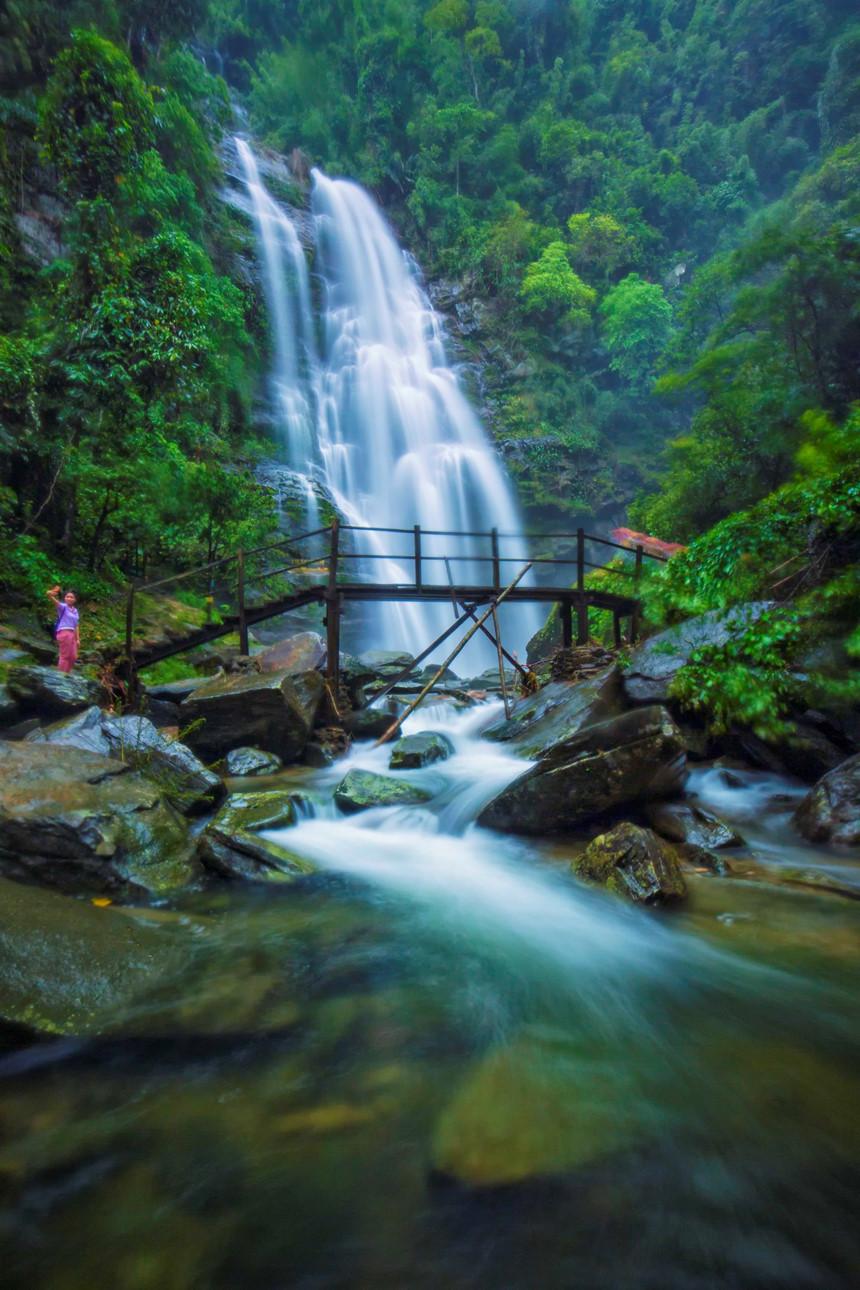 thác Kèm là thác nước nguyên sinh bậc nhất Việt Nam