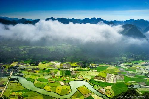 Cánh đồng lúa  tuyệt đẹp dưới thung lũng