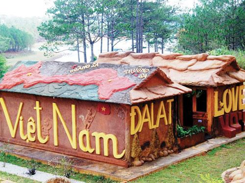 Ngôi nhà đất đỏ Bazan không nung