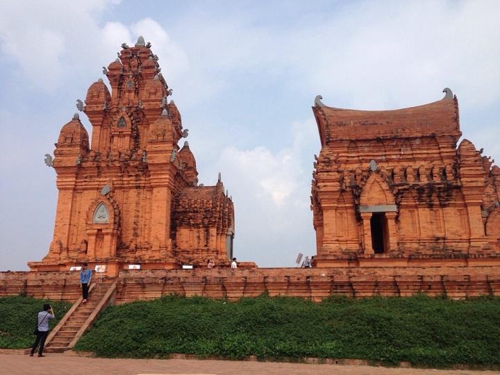 Tháp Chăm-Pa trong khu làng văn hóa các dân tộc Đồng Mô