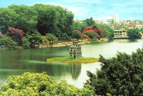 Hồ Gươm nhìn từ trên xuống