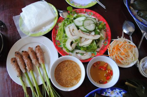 Nem lụi xứ Huế - Đặc sản, món ngon ở Huế.