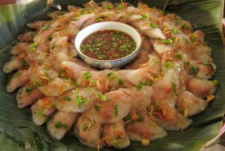 Bánh bột lọc nhân tôm ngày nay đã trở thành đặc sản của xứ Huế được nhiều khách du lịch ưa thích