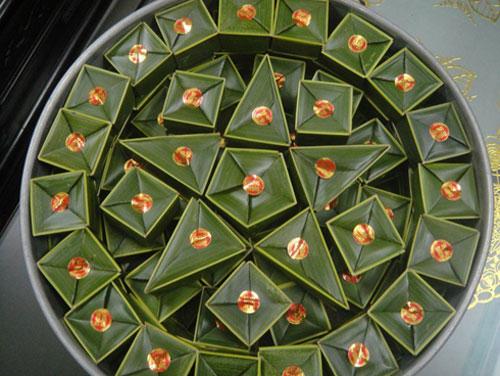 Bánh phu thê hay gọi là bánh su sê, với ý nghĩa bánh vợ chồng xuất hiện trong đám cưới của người Huế