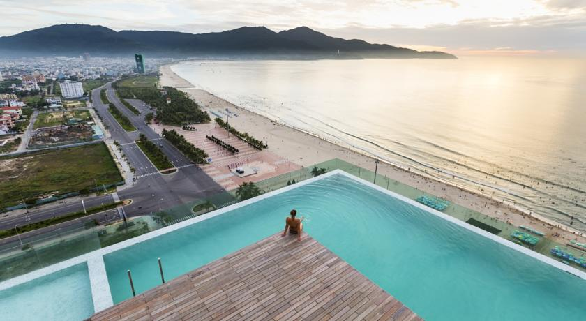 A La Carte Da Nang Beach