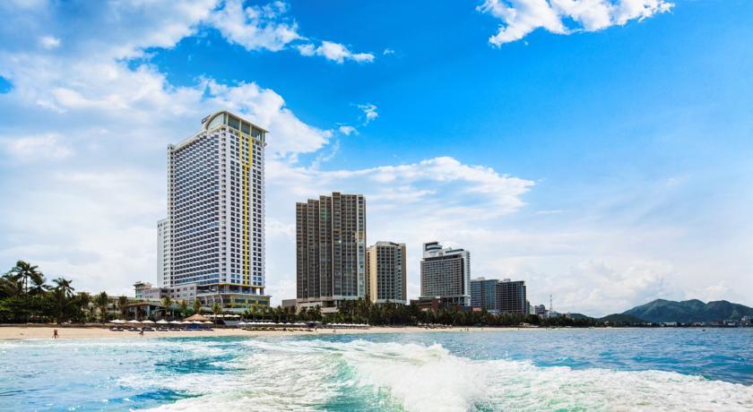 Có rất nhiều Khách sạn, resort cao cấp xung quanh các bãi biển ở Nha Trang.