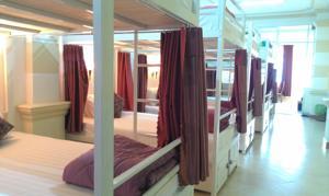 Giường trong Phòng ngủ tập thể cả Nam và Nữ 12 Giường