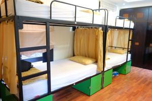 Giường trong Phòng ngủ Tập thể Nữ 10 Người