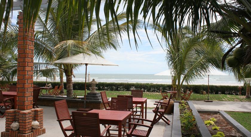 Đất Lành Beach Resort
