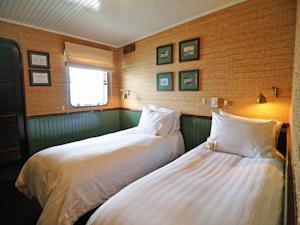 Phòng Superior có Giường Đôi/2 Giường Đơn Nhìn ra cảnh Biển - 2 Ngày 1 Đêm (đã bao gồm dịch vụ Đưa đón)
