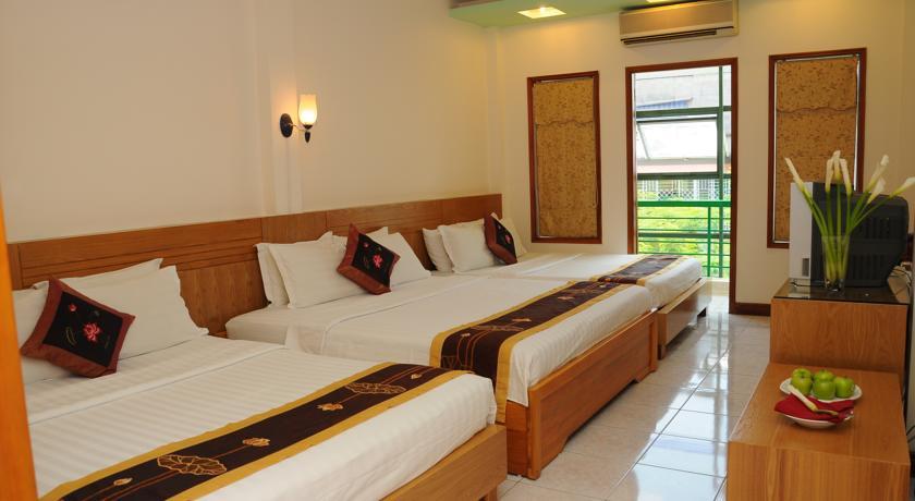 Khách sạn Golden Lotus