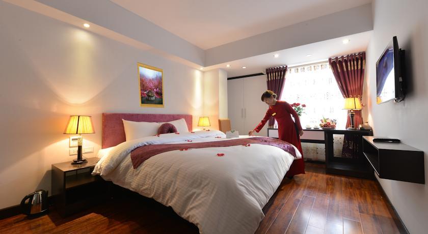 Khách sạn Golden Sun Suites