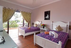 Phòng 2 Giường Đơn Nhìn ra Vườn và Hồ bơi