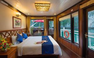 Suite có giường cỡ Queen Nhìn ra Biển - 2 Ngày 1 Đêm