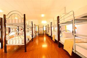 Giường Đơn trong Phòng ngủ Tập thể cả Nam và Nữ Có 38 Giường