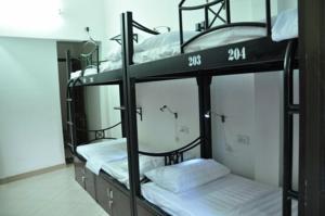 Giường trong phòng ngủ tập thể nữ 8 người
