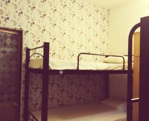 Giường đơn trong Phòng ngủ Tập thể Nam & Nữ 4 Người
