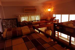 Giường đơn trong Phòng ngủ Tập thể Nam & Nữ 12 Người