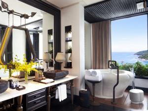 Suite Sơn Trà có Giường cỡ King, Sân hiên và Tầm nhìn ra Đại dương