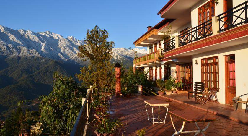 Chỗ nghỉ ở Sapa thường có tầm nhìn ra núi hoặc ruộng bậc thang rất đẹp.