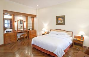 Ưu đãi Đặc biệt - Phòng Colonial Deluxe Giường đôi/ 2 Giường đơn Nhìn ra quang cảnh Dòng sông