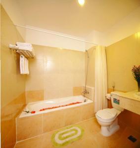 Phòng Giường Đôi Tiêu chuẩn có bồn tắm