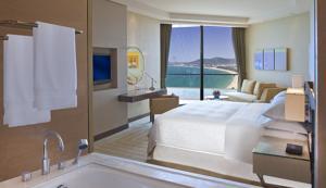 Phòng Club giường đôi hoặc 2 giường đơn nhìn ra biển