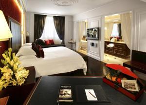 Cánh Opera - Phòng Grand Premium Giường Đôi (3 Người lớn) với Quyền lui tới Executive Lounge