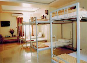 Giường Đơn trong Phòng ngủ tập thể 10 Người