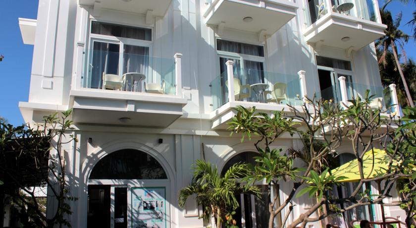Khách sạn La Marina