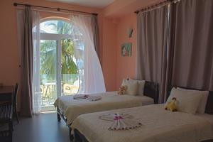 Phòng 2 Giường Đơn có Ban công Nhìn ra Biển