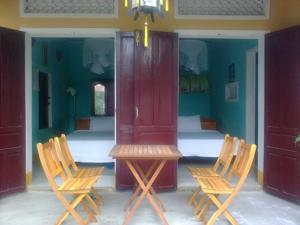 Phòng 4 người nhìn ra vườn