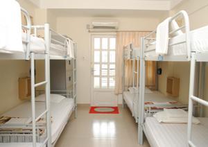 Giường Đơn trong Phòng ngủ tập thể (8 Người lớn)