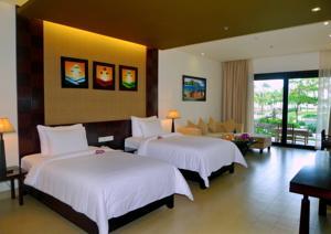 Phòng Deluxe đôi 2 giường đơn nhìn ra vườn.