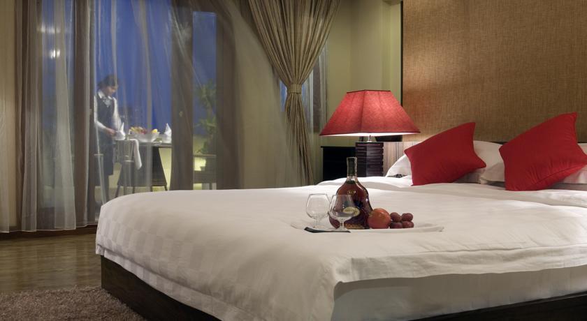 Khách sạn Oriental Suites