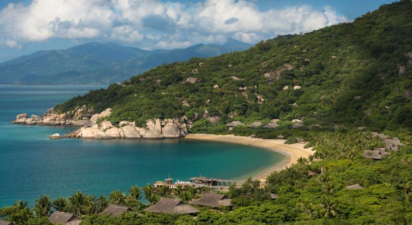 Vịnh Ninh Vân hoang sơ tuyệt đẹp.