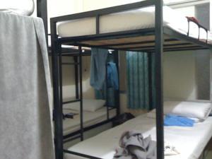 Giường Đơn trong Phòng ngủ tập thể 6 Người