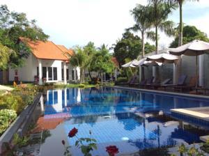 Phòng Luxury Giường Đôi Nhìn ra Hồ bơi