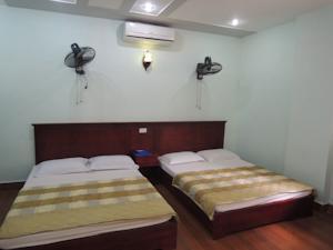 Phòng 2 giường đơn nhìn ra một góc biển