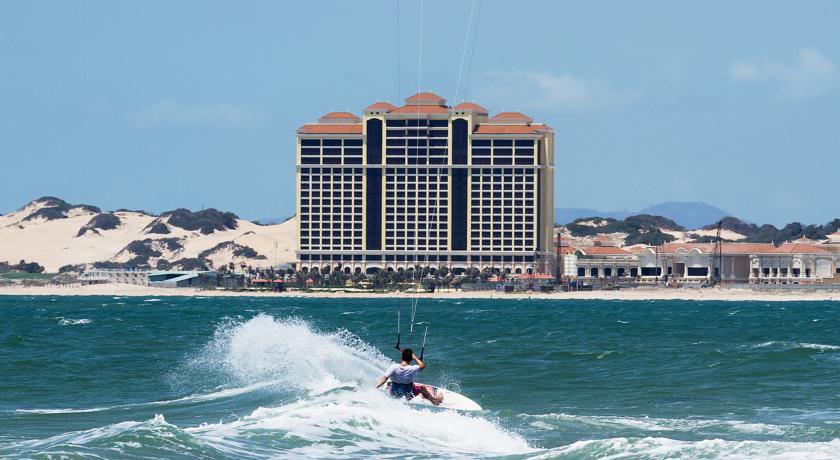 Khu vực Hồ Tràm, Hồ Cốc, bãi biển Long Hải có rất nhiều khu nghỉ dưỡng và khách sạn cao cấp.