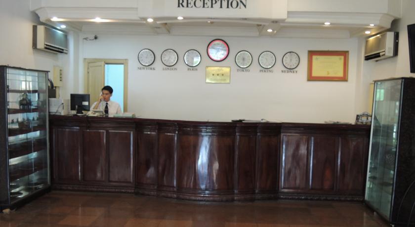 Khách sạn Trade
