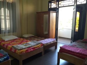 Giường đơn trong phòng ngủ tập thể nam nữ 4 người