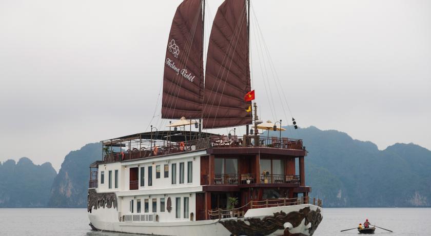 Du thuyền Violet Heritage Line