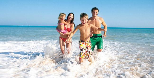 Tắm và vui chơi trên bãi biển Nha Trang